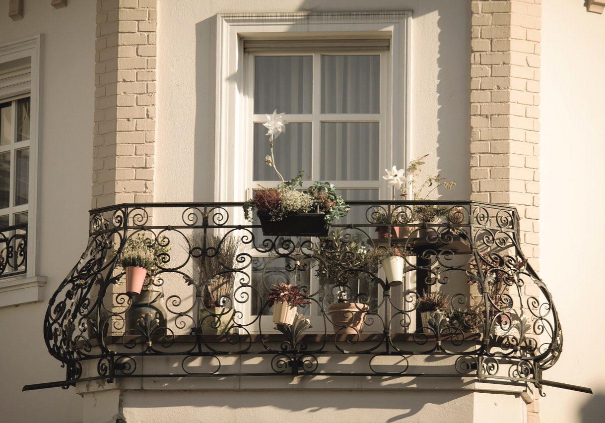 balcony-983022_1280